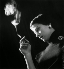 Resultado de imagem para smoking cigarette on theatre actress