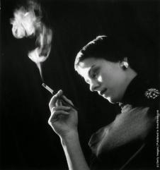 Resultado de imagem para smoking cigarette on theatre actress